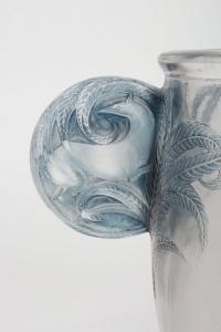 R Lalique Vase «Yvelines» dit aussi Vase «Oreilles biches»