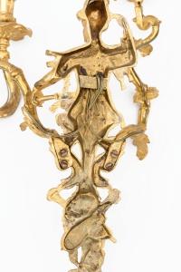 Maison Baguès, Paire d'appliques troubadour en bronze doré, vers 1970