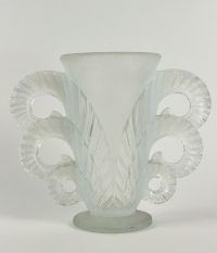 Pierre D'Avesn (1901-1990) vase opalescent