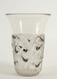 "René Lalique Vase ""Bornéo"" Black Enemaled"