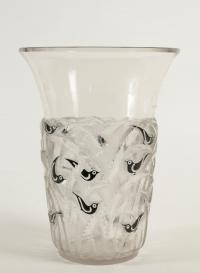 "René Lalique Vase ""Bornéo"" Black Enemaled"