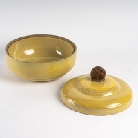 Louis Delachenal - Pot couvert en grès à couverte jaune. Art déco, vers 1930
