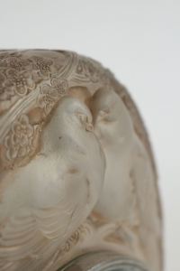 RENÉ LALIQUE (1860-1945) Pendule « Deux colombes »