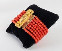 Ensemble de différents colliers, pendentif et bracelet en Corail