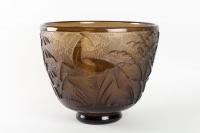 Vase Monumental « Antilopes et Feuillages » verre topaz profondément dégagé à l'acide de DAUM