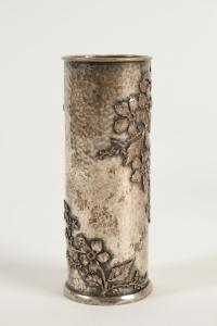 Ernest Gaillard - Vases en métal argenté et martelé à décor japonisant