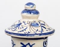 Deux vases couverts Delft Faïence XIXème siècle.