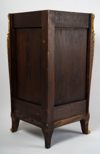 Paire d'encoignures en marquetterie de bois de violette style Louis XV
