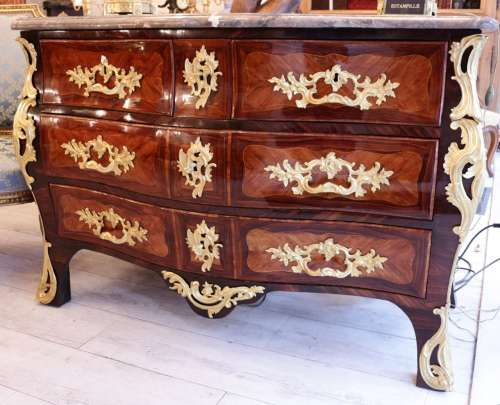 Commode tombeau d'époque Louis XV estampillée de Jean Lapie