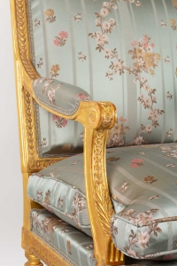 Paire de Fauteuils en bois doré de style Louis XVI fin 19e siècle