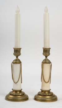 Paire de bougeoirs en bronze et marbre, XXème siècle