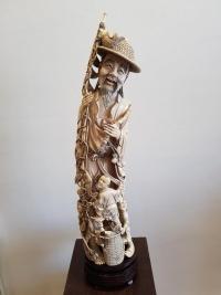 Important Pêcheur Accompagné d'Enfants Ivoire Monobloc - Chine Vers 1920