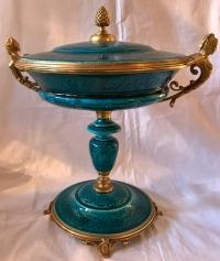 Coupe en céramique, attribuée à Théodore DECK, sur monture de bronze doré. Réf: 318