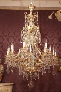 Baccarat - Grand lustre doré à dix huit bras de lumière