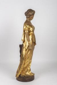 Statue de femme en terre-cuite Goldscheider