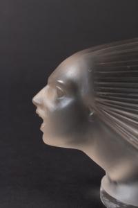 Mascotte - Bouchon de Radiateur « Victoire » verre blanc de René LALIQUE