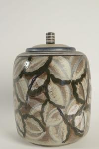 Grand pot couvert en céramique de Sèvres art déco