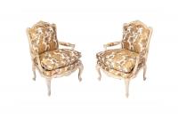 J.-B. Tilliard, Paire de fauteuils style Louis XV laqués crème, vers 1950