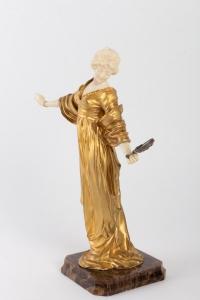 Statuette chryséléphantine d'une élégante au miroir circa 1915