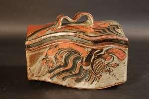 Jean-Claude de CROUSAZ - Grande boite en grès à décor calligraphique années 80