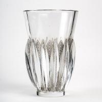 """Vase """"Gerardmer"""" verre blanc patiné gris de René LALIQUE"""