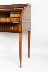 Bureau cylindre Louis XVI en bois de rose et amarante estampillé de VASSOU