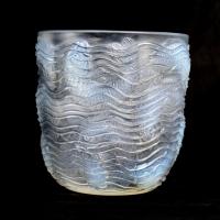 """Vase """"Dauphins"""" verre opalescent de René LALIQUE"""