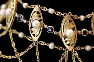 Collier ras de cou Art Nouveau or, perles et saphirs