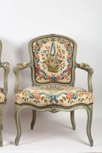 Paire de fauteuils cabriolets d'époque Louis XV (1724 - 1774).
