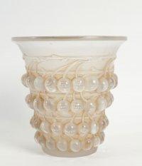 "René Lalique (1860-1945) Vase  ""Montmorency"""