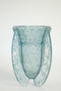 """René LALIQUE (1860 - 1945)  Vase """"Papillons"""" -  1936"""