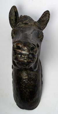 Paire de têtes de chevaux en fonte. Fin XIXème / Début XXème