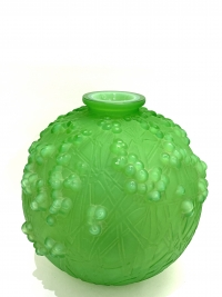 "Vase ""Druide"" Verre Vert Jade Triple Couche de René LALIQUE"