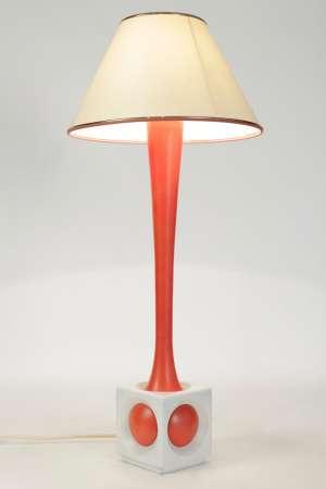 Lampe en bois peint orange et blanc, année 1960.
