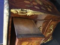 Commode d'époque Louis XV estampillée Pierre Roussel