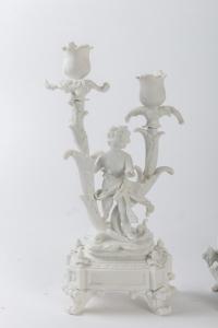 Garniture de cheminée en biscuit de Sèvres, XIXe