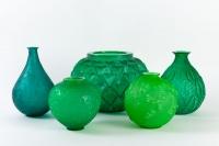 Ensemble de vases en verre vert de René LALIQUE