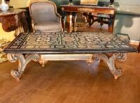 Table basse en Scagliola du XVIII ème siècle.