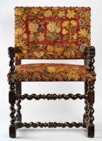fauteuil Louis XIII ,accotoirs aux têtes de chien,17 eme