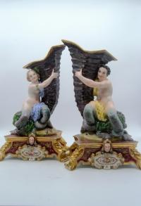 Paire de vases rhyton en porcelaine XIXè - sirène et triton