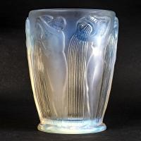 """Vase """"Danaïdes"""" verre opalescent de René LALIQUE"""