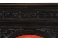 Grand meuble d'appui chinoisant en bois laqué noir, rouge et or, vers 1880