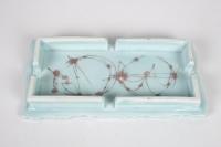 Masamichi Yoshikawa - Plat rectangulaire à décor géométrique en porcelaine à couverte céladon bleuté