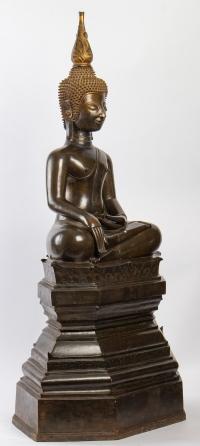 Bouddha bronze, position de la prise de la terre à témoin