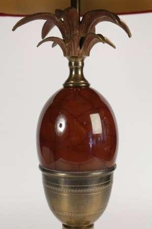 Lampe des années 1960 en laiton et résine de couleur rouge dans le goût de Charles