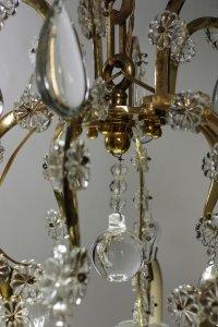 Lustre de style Louis XV en pampilles du XIXème siècle, très beau travail avec une lumière indirecte, 12 lumières.