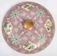 """Terrine chinoise, ronde et couverte, à décor """"fencaï"""" de lotus et réserves d'oiseaux, règne de Daoguang"""