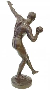 Le Lanceur de Poids Par Louis-Marie-Jules Delapchier (1878-1959)