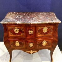 Commode d'époque Louis en placage de noyer