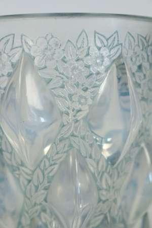 """René Lalique  vase """"Rampillon"""" opalescent"""